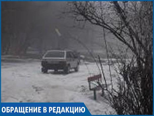 «Умники сломали забор и устроили парковку на детской площадке», - житель Ставрополя