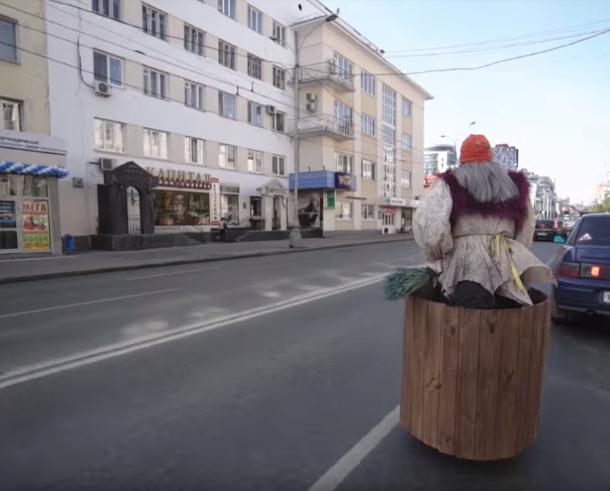 Баба Яга прокатилась на гироступе в Ставрополе