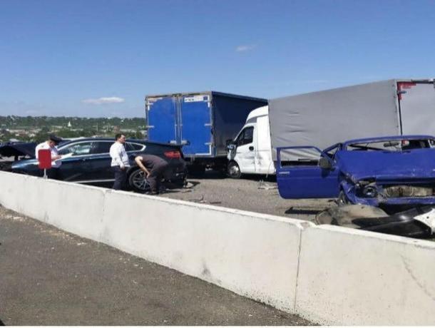 На Ставрополье произошла страшная авария с участием как минимум восьми машин