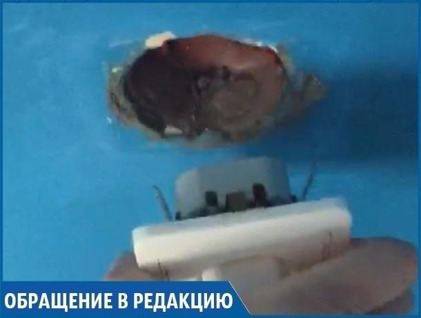 «Работающая от воздуха» единственная розетка в больничной палате возмутила жительницу Кисловодска