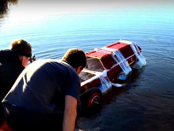 Лодку из гроба на колесах сделали ставропольские экспериментаторы