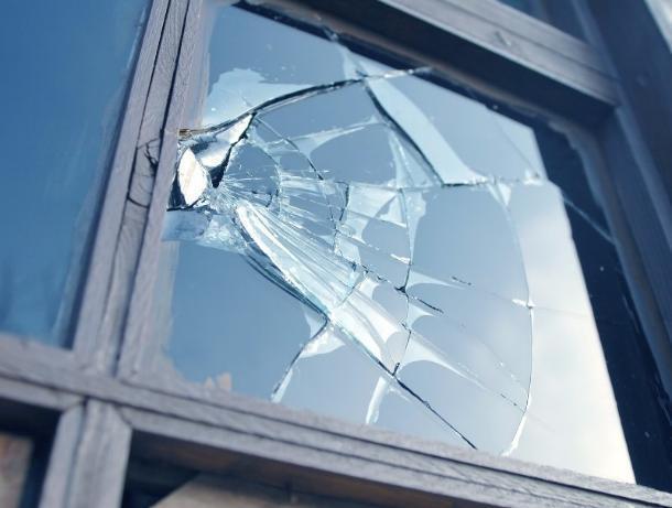Пьяный житель Ставрополя разбил окна в детском саду