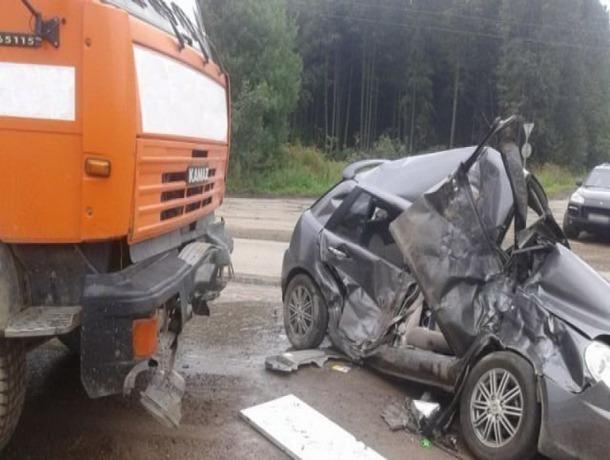 Неуступчивый водитель грузовика спровоцировал серьезную аварию с иномаркой на Ставрополье