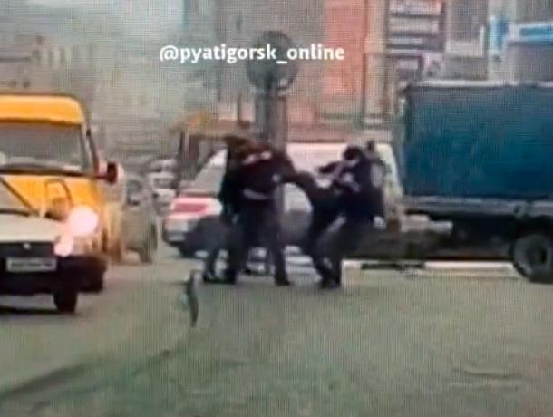 Драка водителей в центре Пятигорска попала на видео