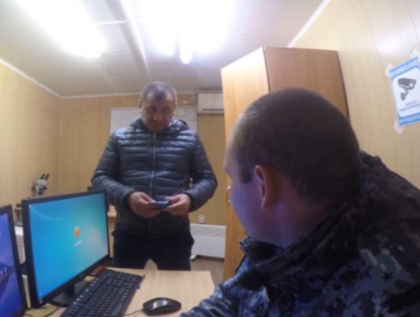 Житель Ставрополья с поддельным удостоверением судьи попытался подкупить полицейского