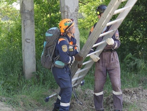 30-летний мужчина забрался на крышу сгоревшего дома и не смог слезть обратно на Ставрополье