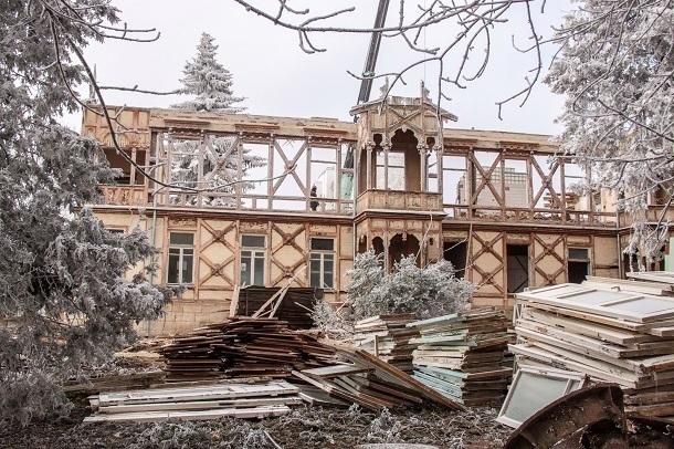 В Ессентуках начался снос исторического здания Новоказенной гостиницы