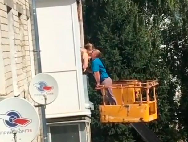 Самое романтичное извинение: житель Ставрополя устроил настоящее шоу во дворе многоэтажки