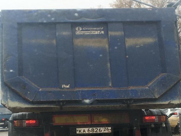 Смертельно опасные грузовики носятся с огромной скоростью по улицам станицы на Ставрополье