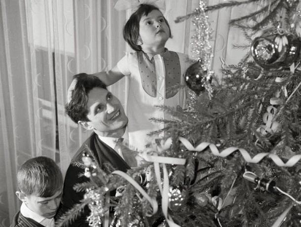 «От ваты и картона до классических шаров»: модификации елочных украшений на Ставрополье в советские времена