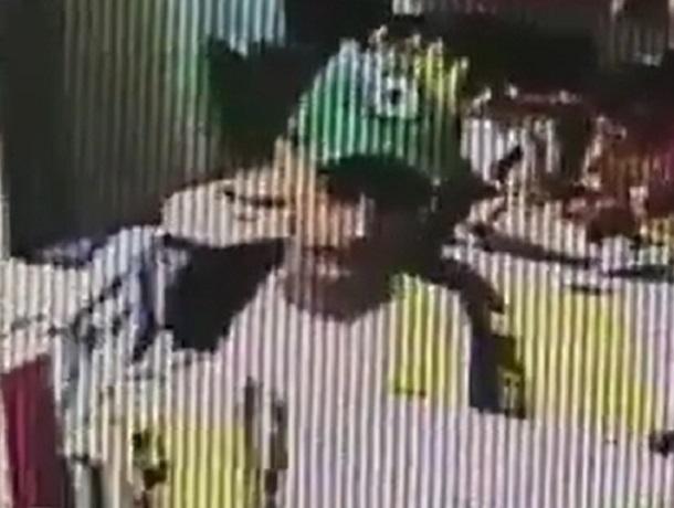 Наглый «любитель шоколада» лихо ограбил магазин в Ставрополе