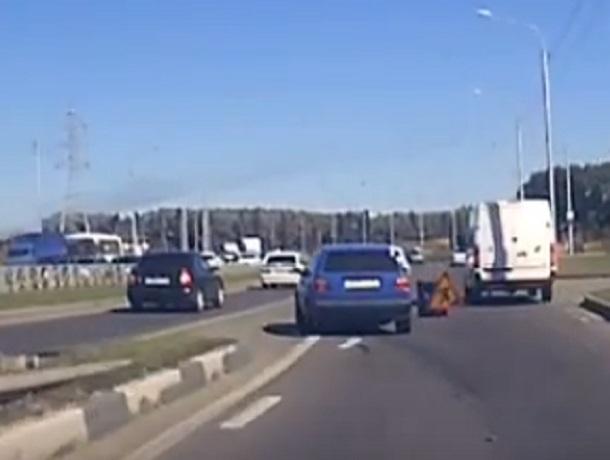 """""""Нежданчик на выезде»: дорожный знак посреди трассы провоцирует аварийные ситуации под Ставрополем"""