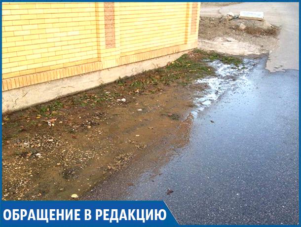Равнодушная реакция коммунальщиков на бегущие по улице реки воды вызвала негодование жителей Ставрополья