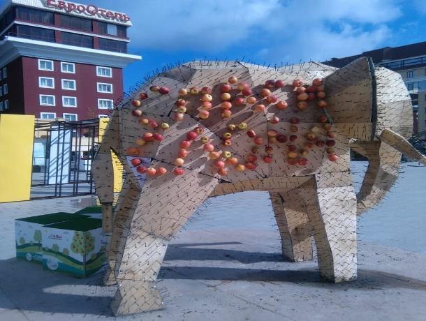 Неравнодушные ставропольчане решили восстановить яблочного слона