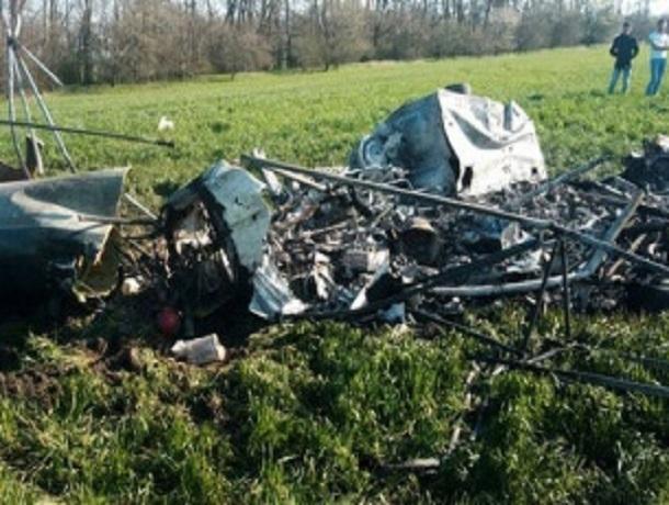 Вертолет МИ-2 разбился в Ставропольском крае – за жизнь пилота борются медики