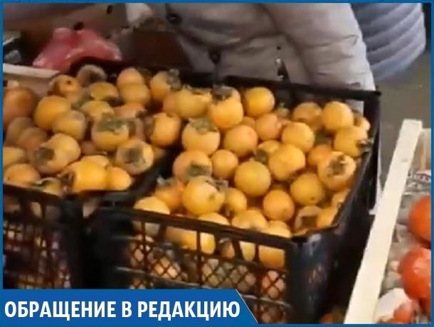 «Незаконно торгуют фруктами с грузовиков рядом с моим магазином, но всем плевать», - житель Ставрополя