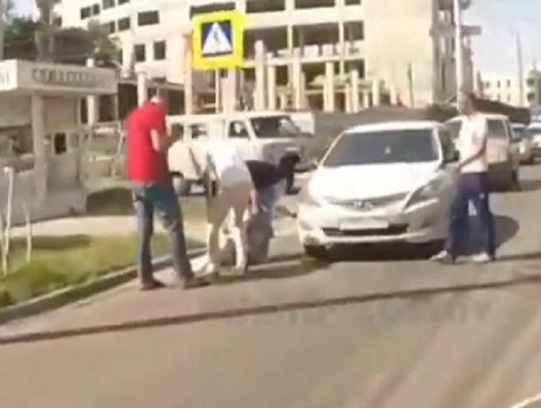 Момент того, как сбили женщину, попал на видео в Ставрополе