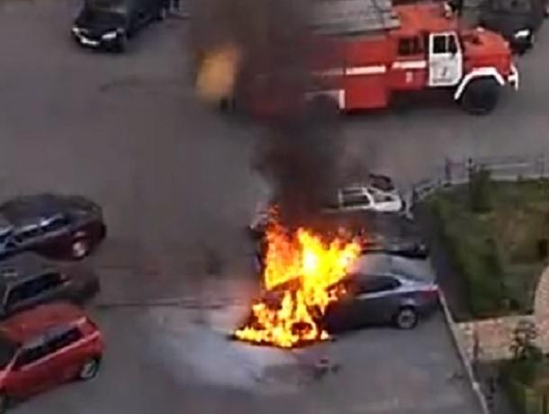 Сразу две «легковушки» сгорели в Ставрополе