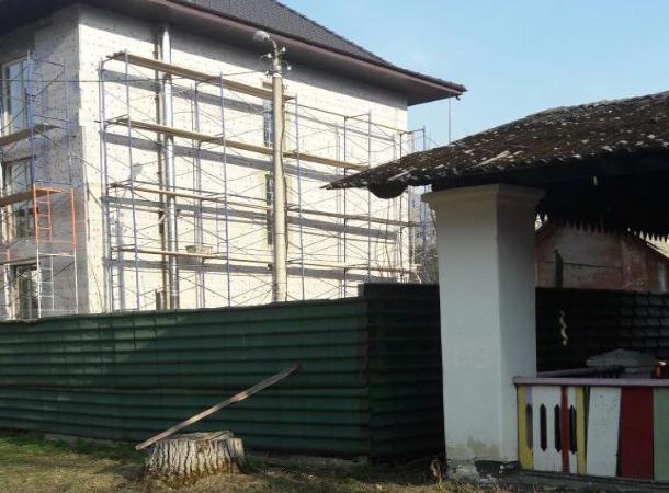 Чиновник изКарачаевска строит особняк наместе детского сада