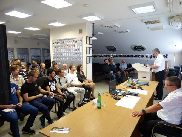 Таксисты Ставрополя сдали экзамен по ПДД