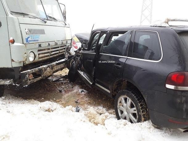 Два 13-летних подростка пострадали в ДТП с грузовиком и иномаркой в Ставрополе