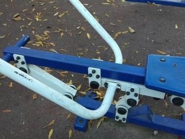В Ессентуках вандалы пытались открутить болты на антивандальных тренажерах