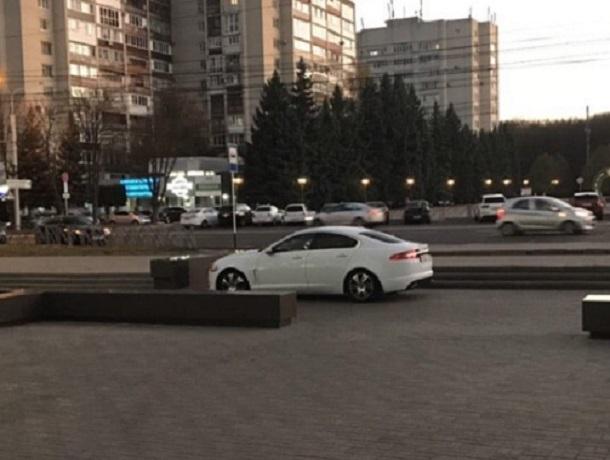 Парковку «люксового класса» показала водитель «Ягуара» в Ставрополе