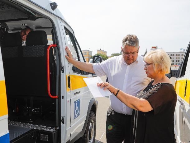 Ставропольские центры соцобслуживания получили 26 новых машин