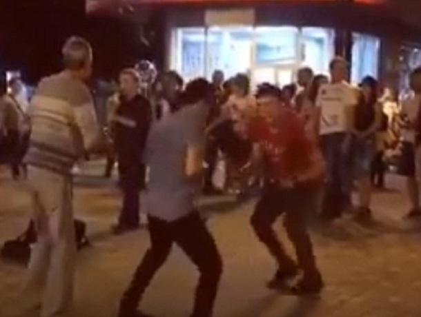 Зажигательные танцы молодых людей на улице собрали толпу и попали на видео в Пятигорске