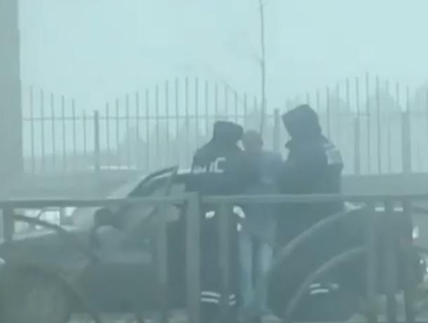 Задержание неадекватного водителя «Приоры» попало на видео в Ставрополе