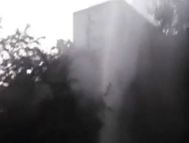 Фонтан высотой в пять этажей из-за прорванной трубы бил в Ставрополе