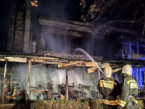 Пятигорск в огне: за ночь в городе произошло два крупных пожара