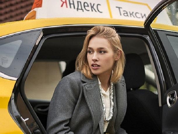 «Водитель такси нахамил мне и не хотел довозить до конца маршрута», - жительница Ставрополя