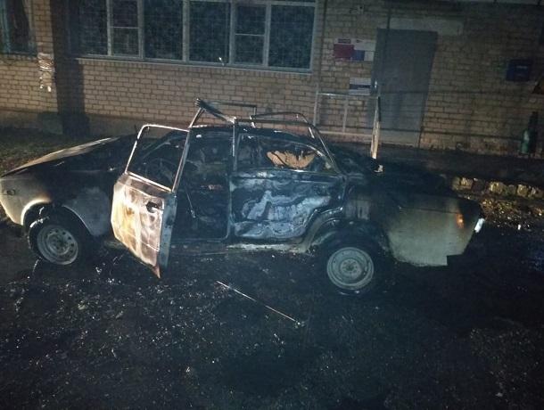 Три колеса и фары уцелели после страшного взрыва «шестерки» на Ставрополье