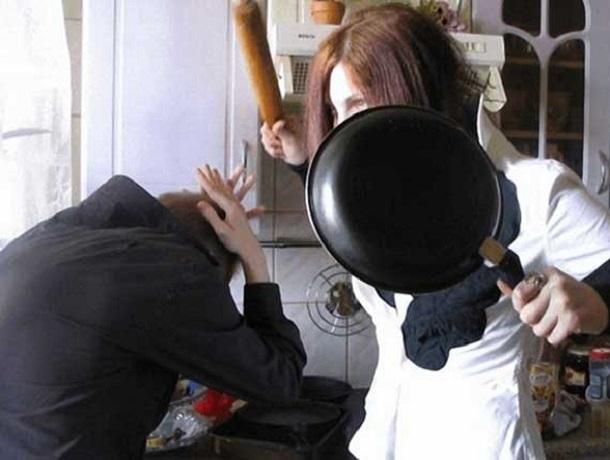 Кулачные бои устроила женщина и её муж, чтобы забрать якобы пропавшие деньги у знакомого на Ставрополье