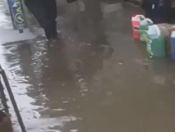 Один из центральных рынков Пятигорска затопило после небольшого дождя