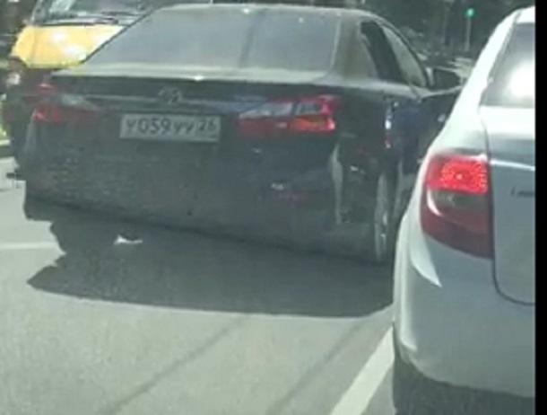«Закон не писан»: наглый водитель «Тойоты» ехал по «встречке» через «сплошную» в Ставрополе