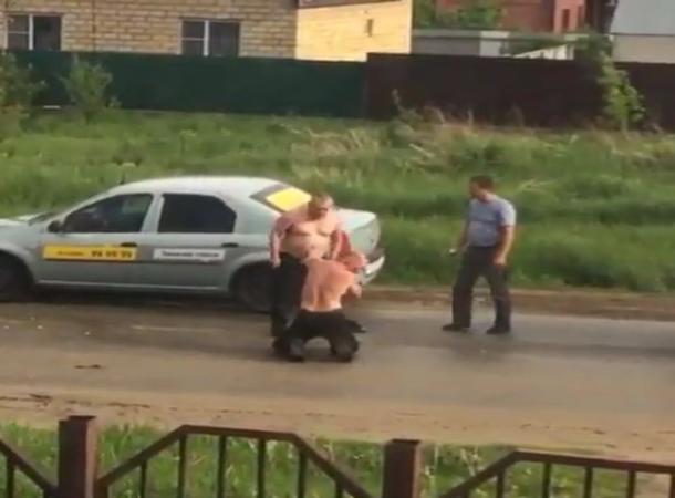 ВПятигорске таксист ударил пассажира иотобрал унего права