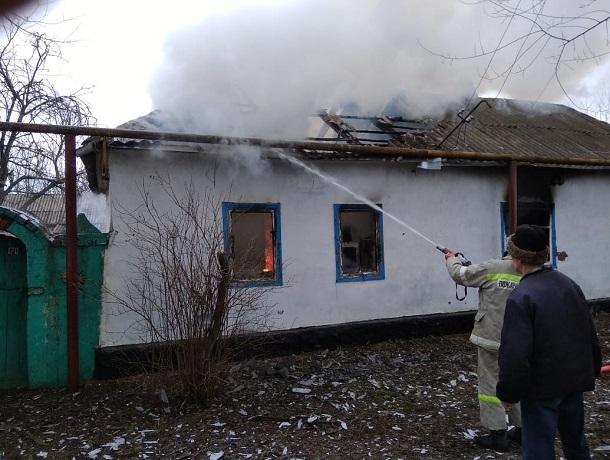 86-летняя пенсионерка погибла под рухнувшей крышей в страшном пожаре на Ставрополье