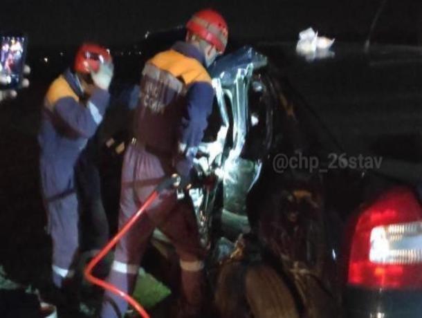 В Ставрополе спасатели вырезали из машины пострадавшего в аварии водителя