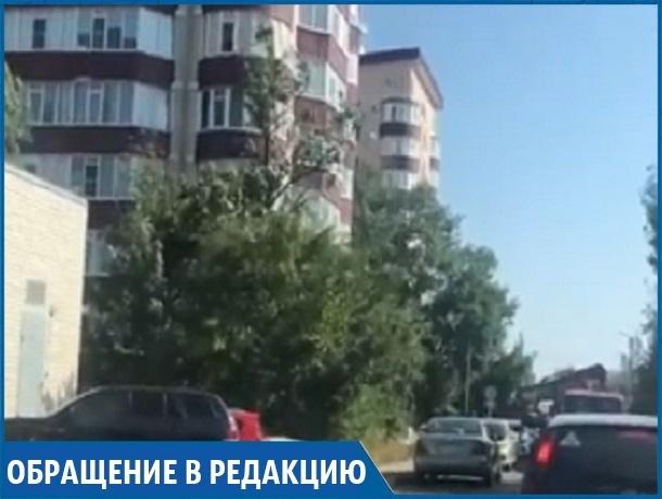 «Построили дом, парковаться негде, машины забирает эвакуатор», - житель ЖК в Ставрополе