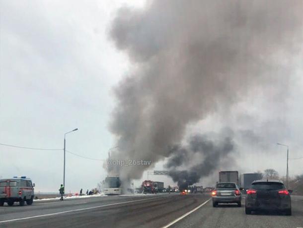 Пассажирский автобус сгорел недалеко от Минеральных Вод