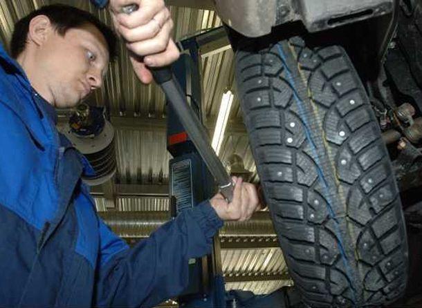 Заменить летнюю резину на зимнюю посоветовали пятигорским автомобилистам в ГИБДД из-за наступающих холодов