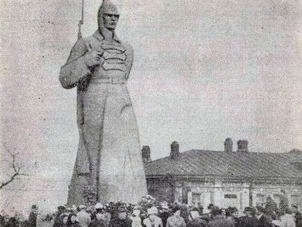 12 января 1943 года город Ворошиловск был обратно переименован в Ставрополь
