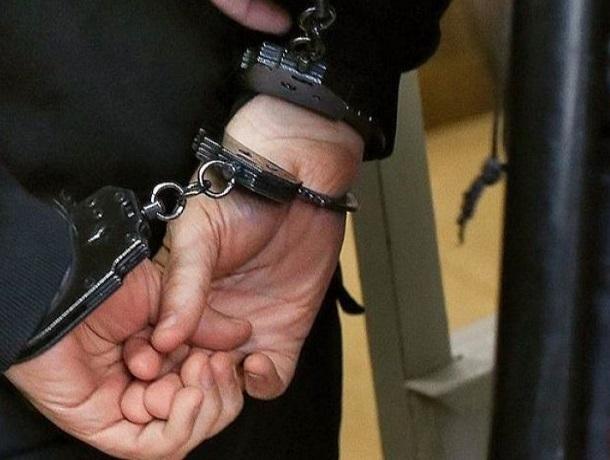 Мужчина пытался задушить полицейского на железнодорожном вокзале в Минводах
