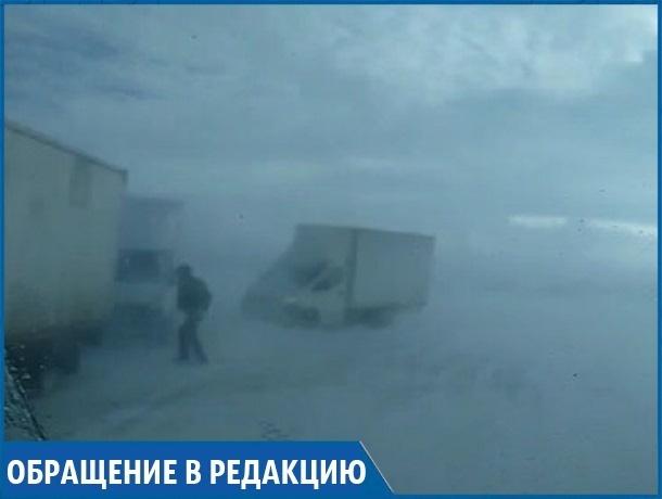 «Нам срочно нужна помощь, на трассе застряли 11 машин», - замерзающие ставропольцы