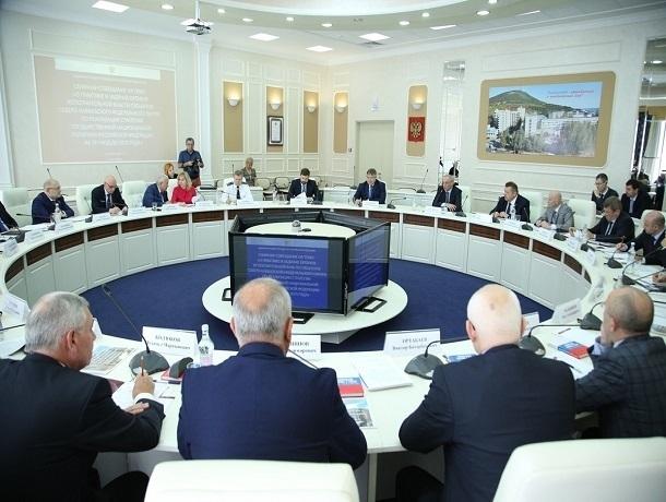 Межнациональные отношения обсудили в Ставрополе Магомедсалам Магомедов и губернатор Ставропольского края Владимиров