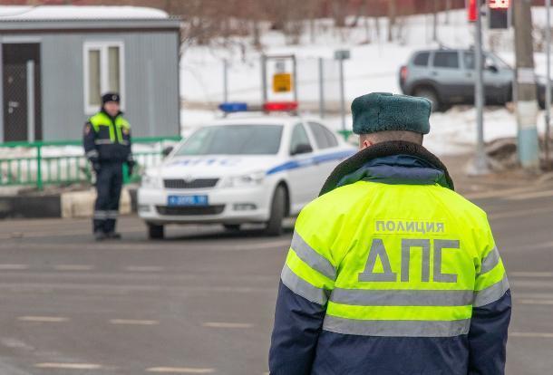 ГИБДД Ставрополя проводит проверку стоянки «Блатных» в неположенном месте