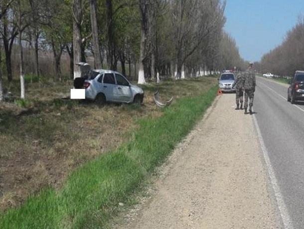 Неопытная женщина— шофёр на«Гранте» врезалась вдерево вблизи Невинномысска