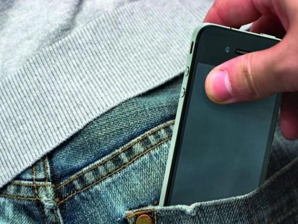 На Ставрополье парень отнимал телефоны у подростков